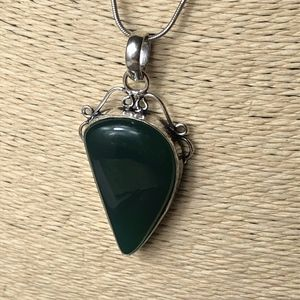Emerald Green Natural Stone Vintage Style Necklace